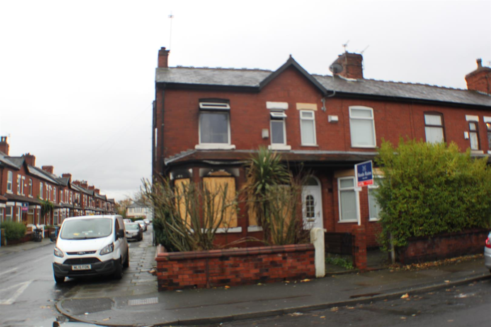2 Bedrooms Semi Detached House for sale in Doveleys Road, Salford